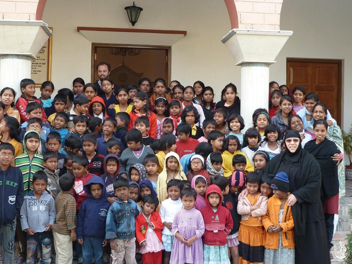 Ελληνίδα μοναχή στην Ινδία σώζει ορφανά και φτωχά παιδιά του δρόμου -  Ορθοδοξία News Agency