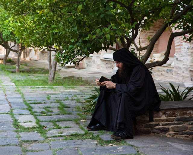 Γέροντας Εφραίμ Σκήτης Αγίου Ανδρέα | Το σπιτάκι της Μέλιας